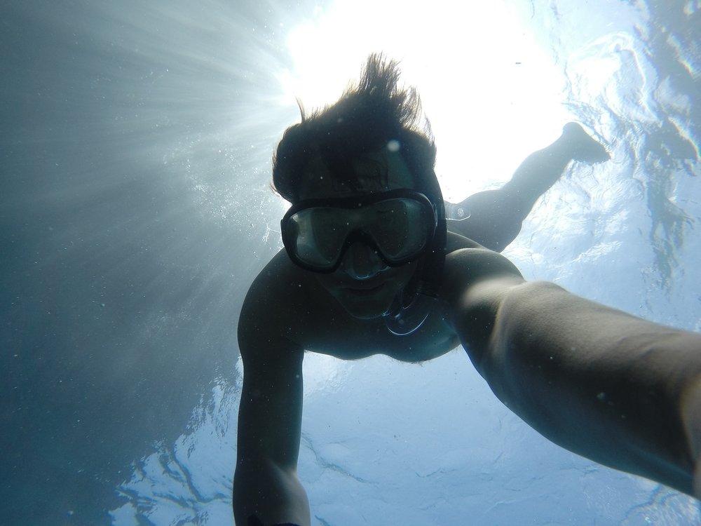 underwater-691415_1920.jpg