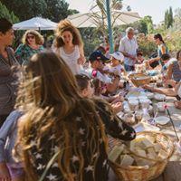 Israeli children making natural cosmetics at Lavido