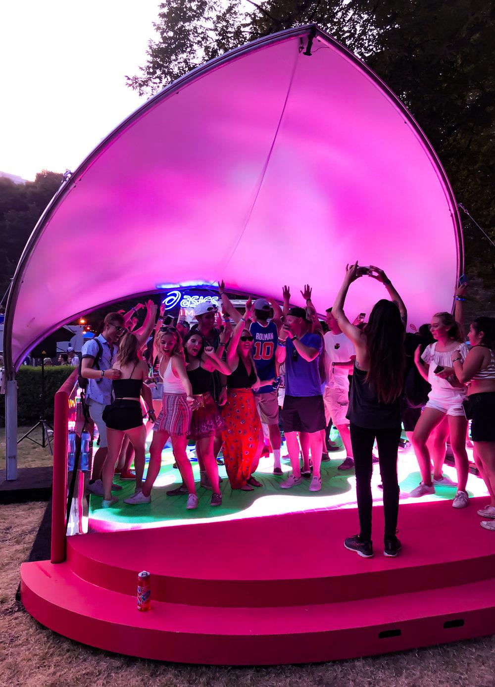 activefloor-asics-lollapalooza-dancing3.jpg