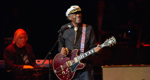 chuck-berry-looks-to-record-admits-very-dim.jpg