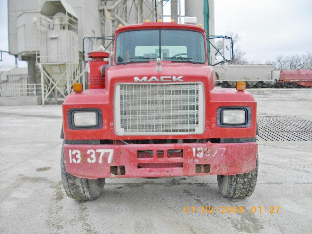 13377 – 1999 Mack-1.jpg