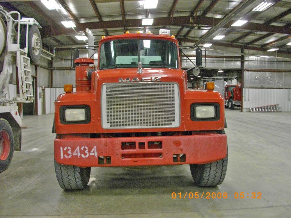 13434 – 2001 Mack-1.jpg