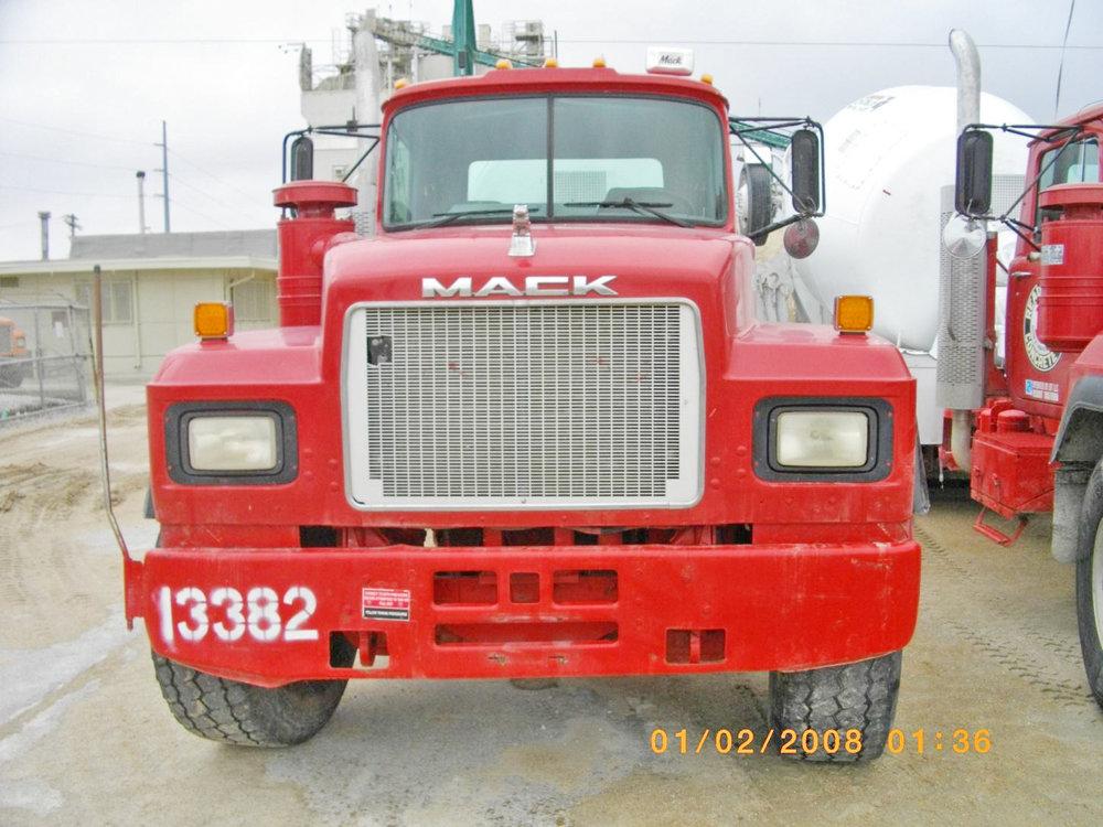13382 – 1999 Mack-1.jpg
