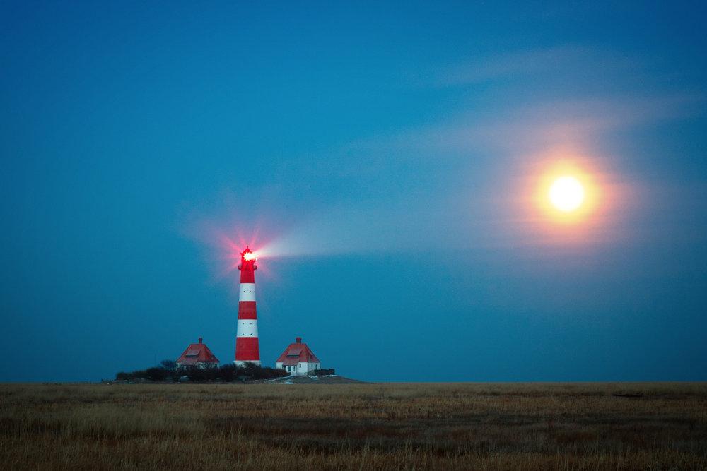 lighthouse-1334925.jpg