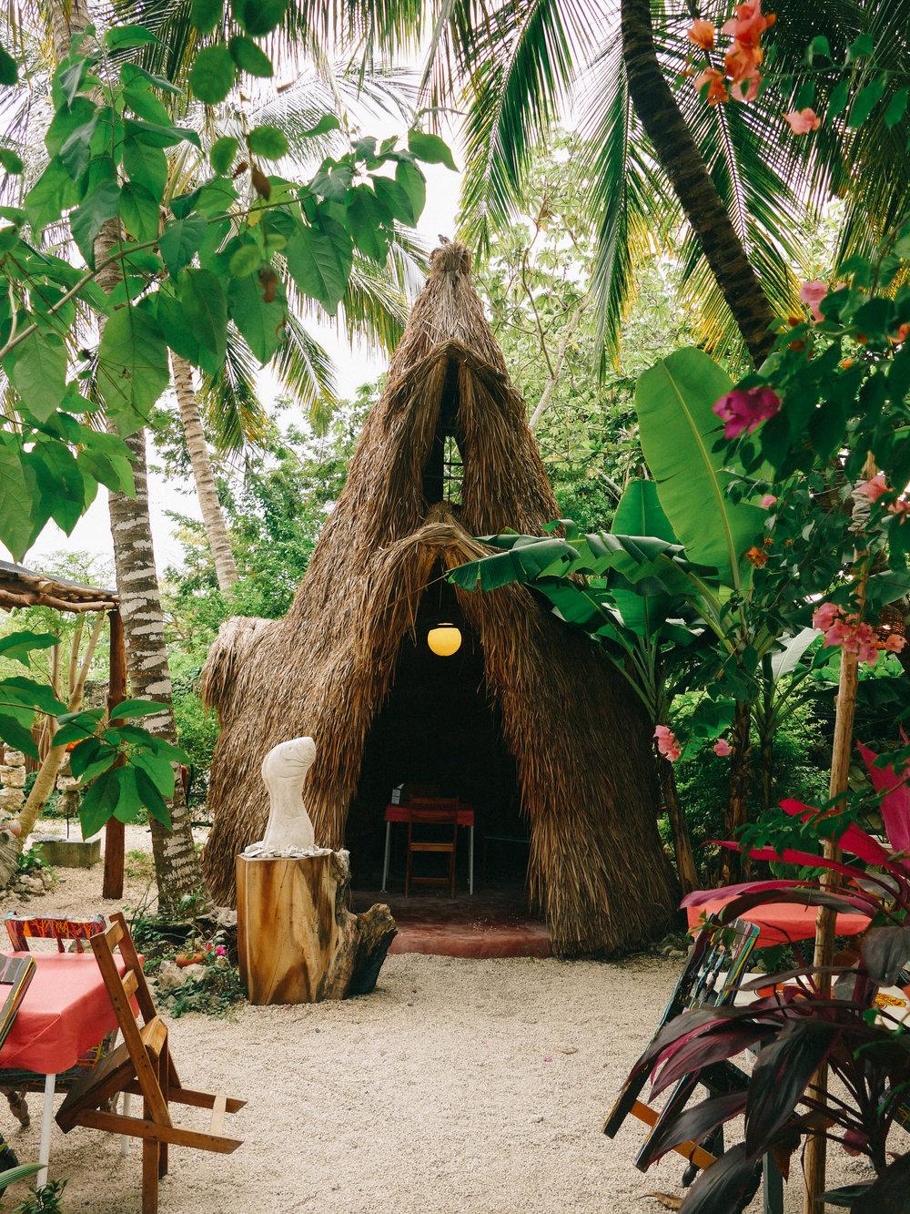 El Manatí, garden restaurant