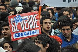 250px-La_educación_no_se_vende.jpg