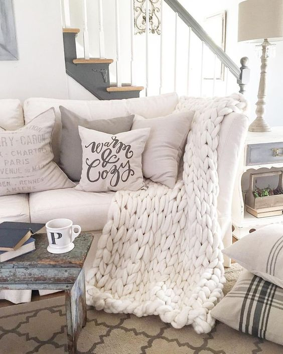 04-white-chunky-knit-blanket-will-keep-you-warm-in-the-living-room.jpg