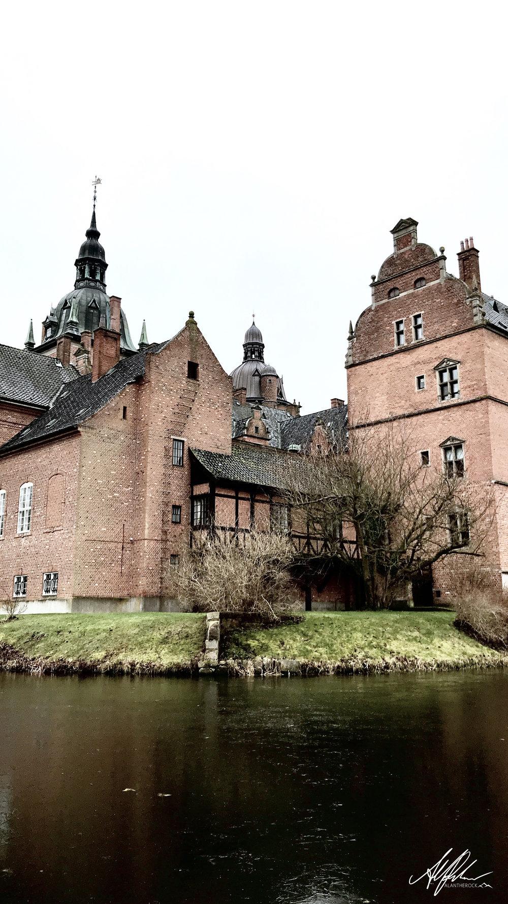 castlealantherock.jpg