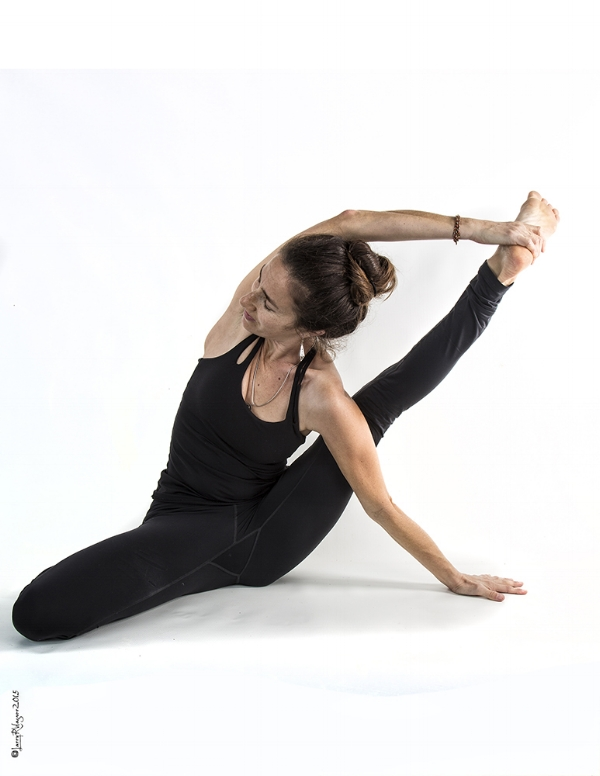 Justine Yoga-6000.jpg