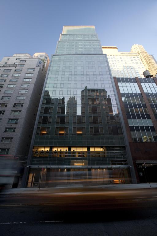 Hilton Grand, West 57th Street - New York City, New York (photo via Booking)