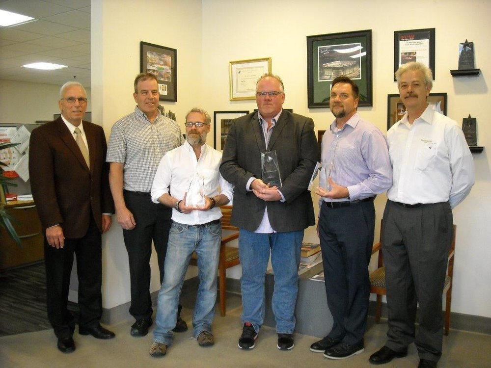 Starnet - RNJ Flooring Local Award Presentation Pic 2.jpg