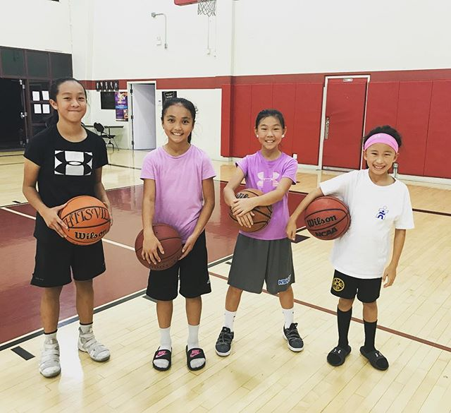 Let's give it up for the ladies of HITSVILLE! 🙏🏽🏀💪🏼 They are definitely putting in the work ! And taking their game to a New level of confidence and power! Making quicker decisions is key  a strong mindset is a must !!...💯 this group right here has some serious talent!  Keep working ladies !  Every day you prepare to win in life and on the court ! 👊🏼🏀🔥🙏🏽 #hitsvillebasketball #hitsvillehoops #hitsvilleallday #basketball #hoops #bball #ballislife #work #skills #training #confidence #consistency #effort #efficiency #coach #nike #determined #youth #sgv #rosemead #la #montebello #thankful #athletes #blessed #🏀