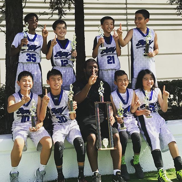 Boom!💥 Went down 15 points !  Everyone hustled and made plays to win the CHAMPIONSHIP 🏆#comeback 👊🏼 Good Sunday out in Irvine ! 🤘🏼 🏀💯🏀 #champs #champions #1st  #sgvbasketball  #hitsvillebasketball #hitsvillehoops #hitsvilleallday #basketball #hoops #bball #skills #confidence #consistency #effort #efficiency #nike #determined #youth #sgv #athletes #blessed #🏀