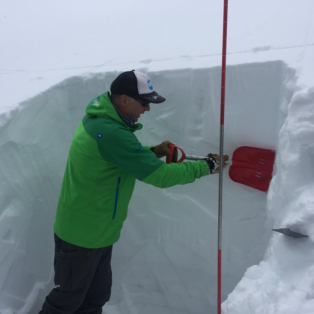 IFMGA guide and AIARE Instructor, Pete Keane explains the importance of craftsmanship when making snowpack observations during an Oregon Ski Guides AIARE Level 1.