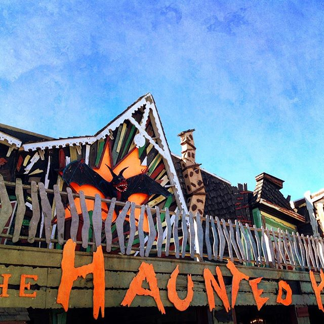 Hope your Halloween was filled with more treats than tricks! This haunted house ride on the boardwalk opened in 1964...I used to go on it when I was a kid & loved it. The only haunted house ride that I'll go on now is the Haunted Mansion in Disney World. I'm not a fan of scary movies or books or rides :) #acolorstory  #nothingisordinary  #livethelittlethings  #happierpodcast  #happier2018  #onmywalk  #aewellnesstribe
