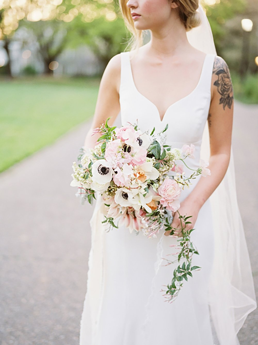 Jenni_Kupelian_Oregon_Wedding_Golden_Hour_Bridal_Portraits.jpg