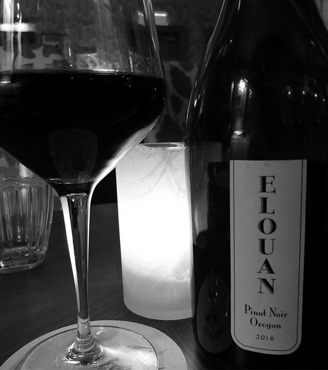 Since we're going to enjoy more than two glasses, it only makes sense to order the bottle! @elouanwines . . . . #winelover #oregonwine #pinotnoir #redwine🍷 #primroselv #provencalaf #parkmgm #lasvegas #winewednesday