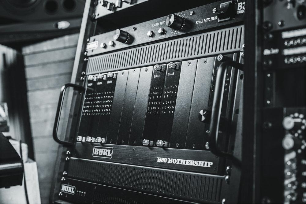 032617_Helio_Sound_studio2889_L_BW.jpg