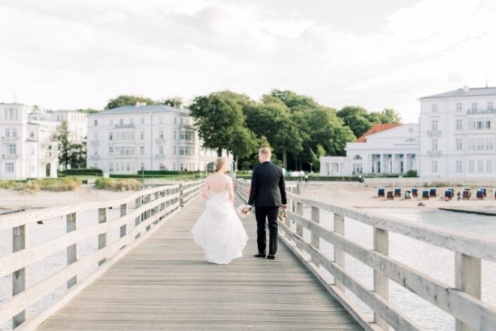intimate-wedding-baltic-sea-wedding-photographers-33.jpg