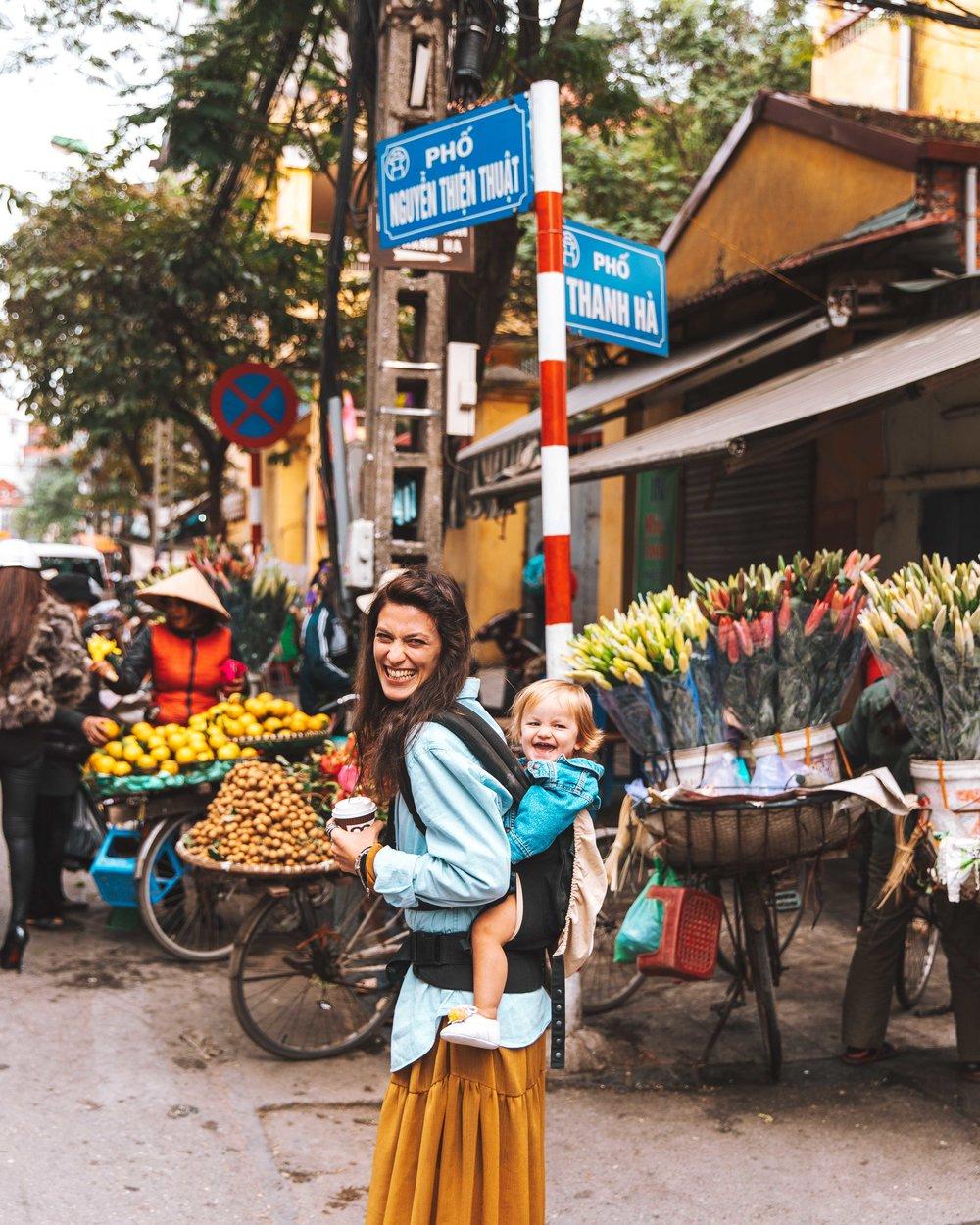 Al Dong Xuan Market