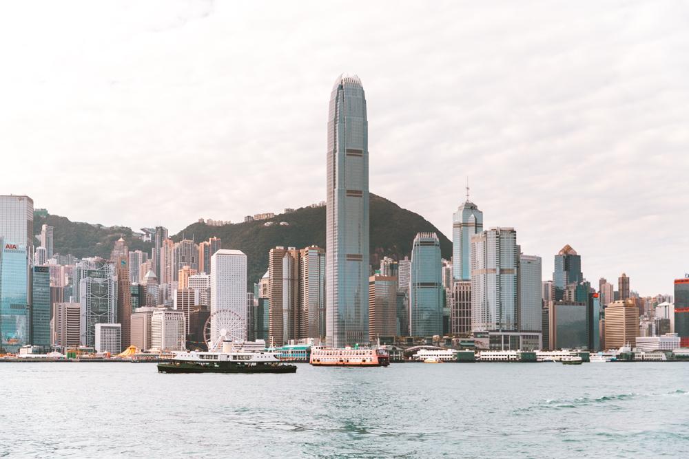 La vista dal Kowloon Public Pier, dove si arriva prendendo il famoso Star Ferry