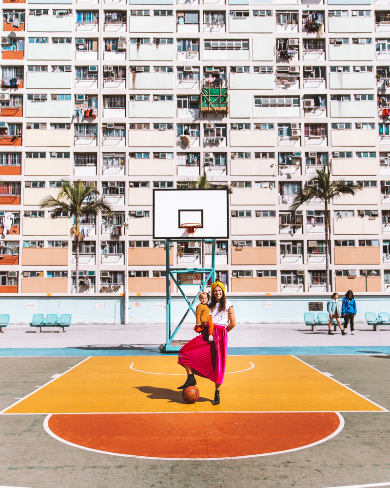 Choi Hung Estate. Mamma, Lia, a basket ball. Girl Power.