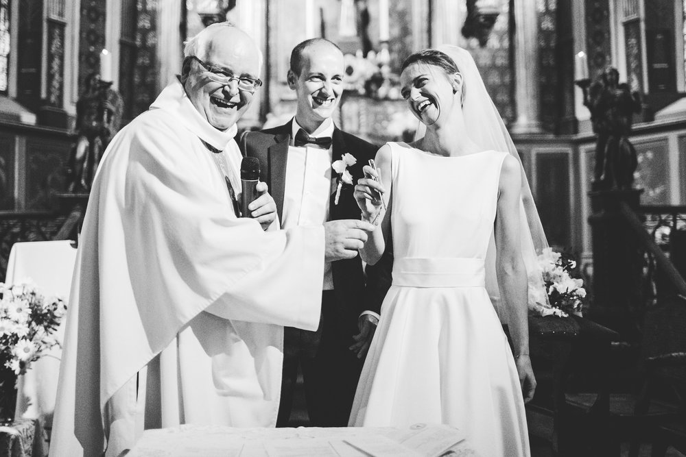mariage pays basque arcangues fun messe eglise.jpg