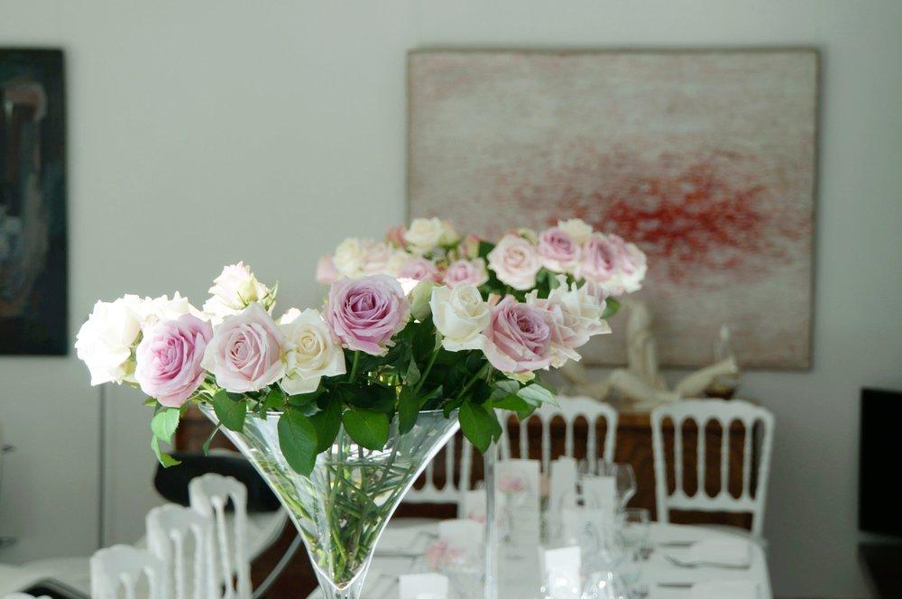mariage basque fun chic fleurs saison couleur rose dior rose poudrée 3 vases verre.JPG