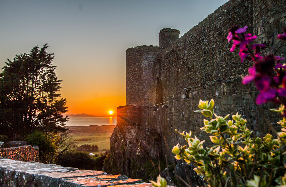 Experience Our History - It's survived sieges and met Kings & Queens. Now it's your turn to add to the history at Harlech Castle