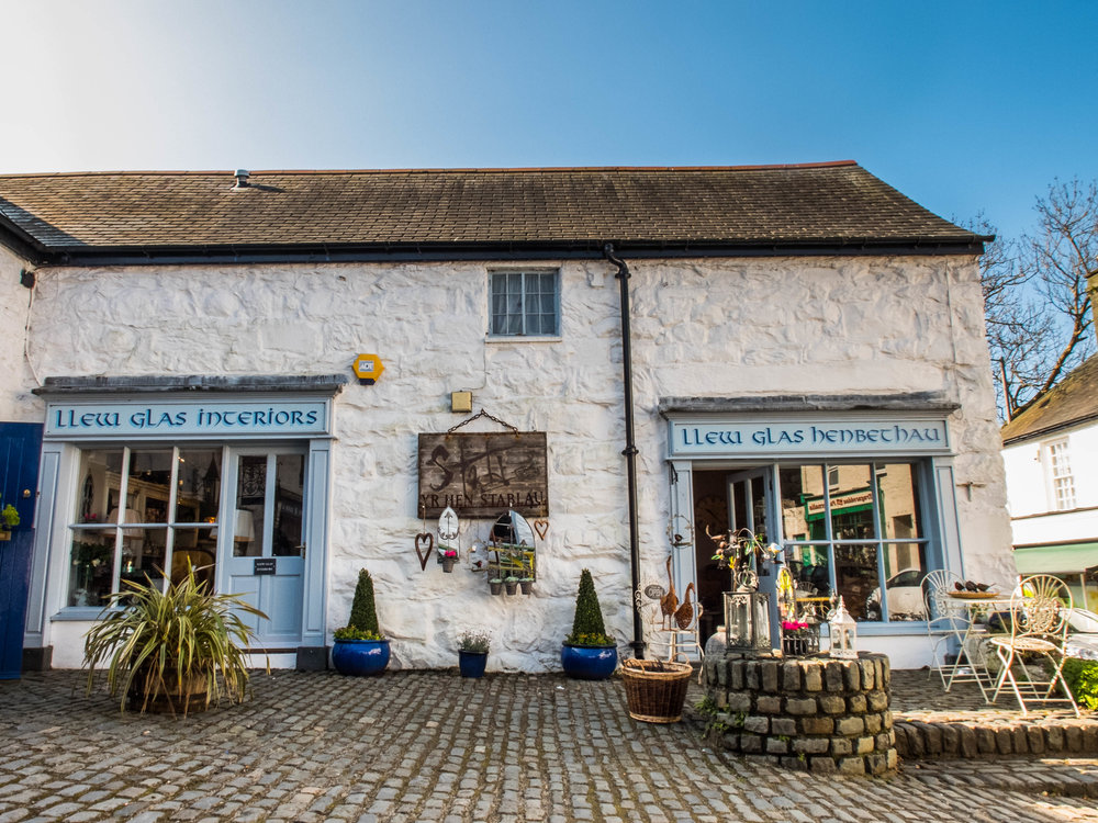 Shopping in Harlech, at the heart of Snowdonia