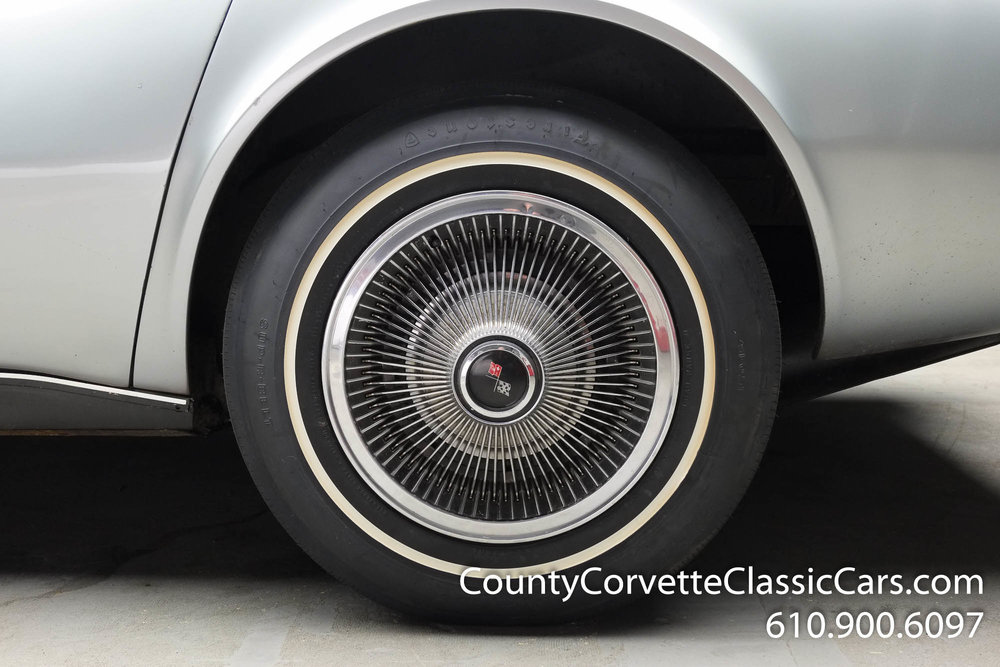 1969-Corvette-Coupe-350-Cortez-Silver-for-sale-9.jpg