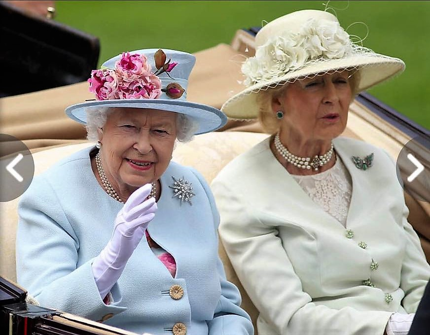 Her Majesty The Queen at Royal Ascot this year - we love the elegant combination of colours of her hat.
