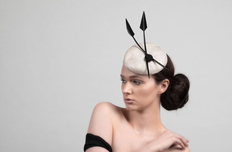 This hat manages to create the perfect harmony between black & grey colours, this choice is giving out a classical feel with fantasist forms!