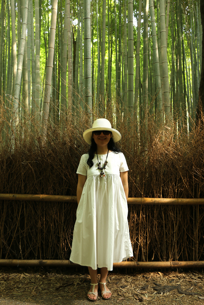 Mom in the bamboos_28928138244_l.jpg