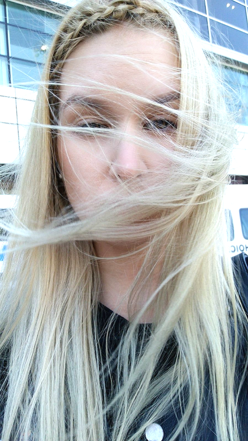 Täällä ei tunneta hyviä hiuspäiviä.
