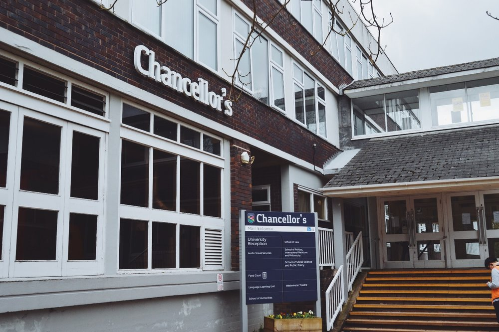 Chancellor's building - rakennus jossa kaikki luentoni järjestetään.