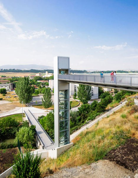 A-steel-clad-outdoor-elevator-connects-the-city-and-suburb-in-Pamplona-by-AH-Asociados-_dezeen_3.jpg