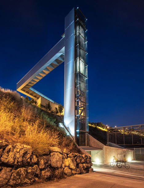 A-steel-clad-outdoor-elevator-connects-the-city-and-suburb-in-Pamplona-by-AH-Asociados-_dezeen_18.jpg