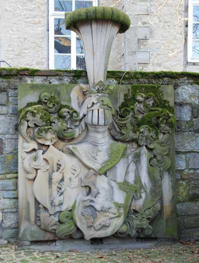Das Wappen am Hofeingang in Nordsteimke