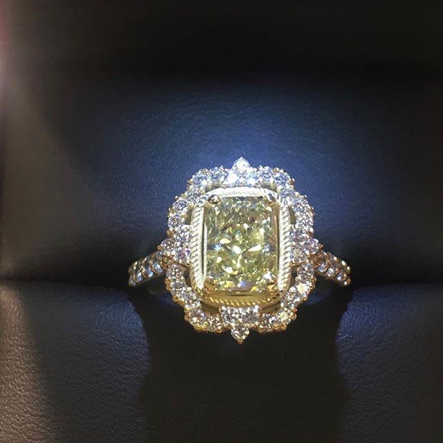 Robert Lance Jewelers 18 Karat Yellow Gold Canary Yellow Diamond Engagement Ring