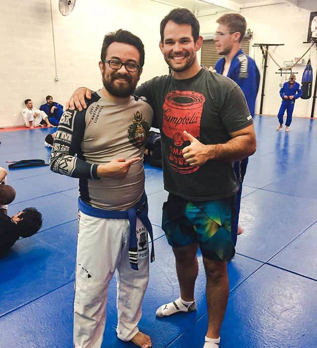 One of the nicest human beings in all of jiu-jitsu, @eliotkelly. He always has a big smile on his face and is a great soul.  Last Sunday he gave us some spectacular technique at the #openmatradio seminar. I'm still trying to make it all work.  Looking forward to running into him again real soon!