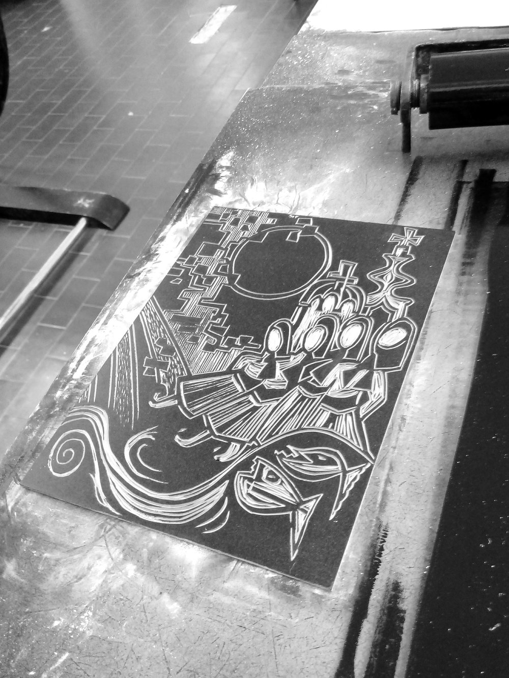 Inking up lino plate dancers.jpg