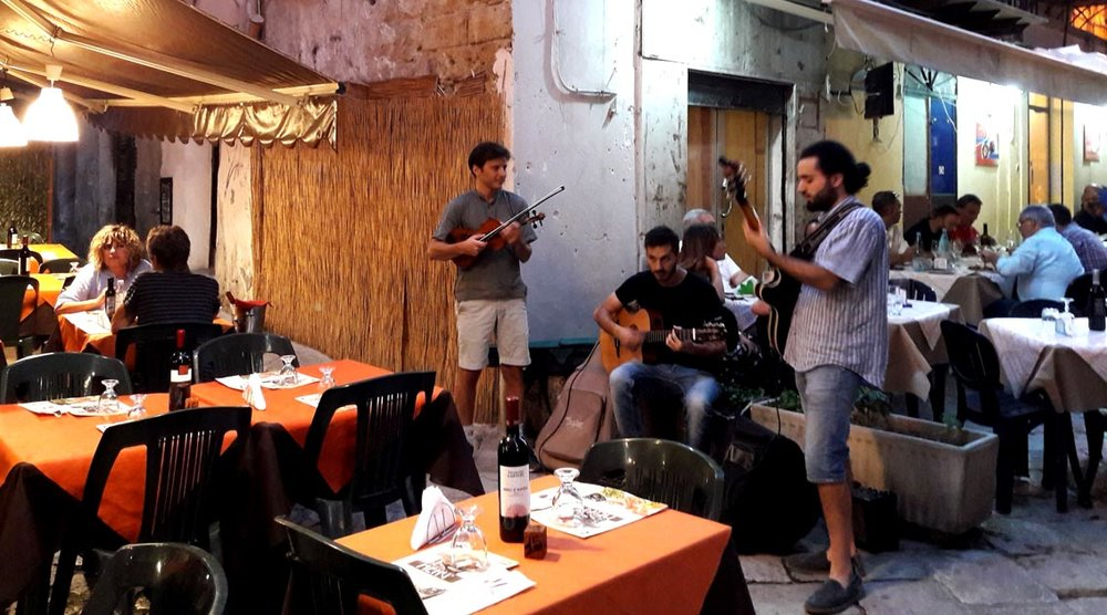 Buskers in Palermo's historic centre