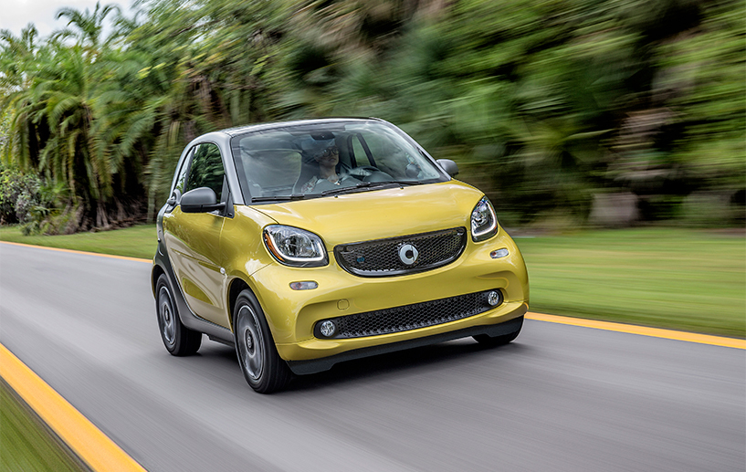 Reduce emissions and get a tax credit of up to $7,500 at the same time with the Smart EQ FORTWO.