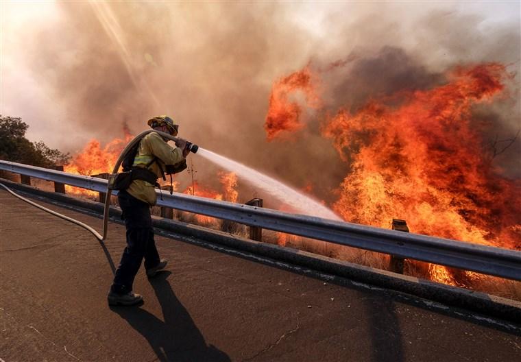 wildfire-california-woolsey-fire.jpg