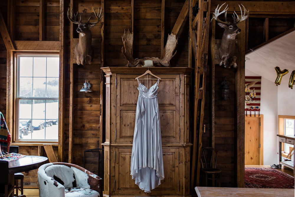 Rustic-Chic-Elopement-by-Emma-Mullins-Photography-1.jpg
