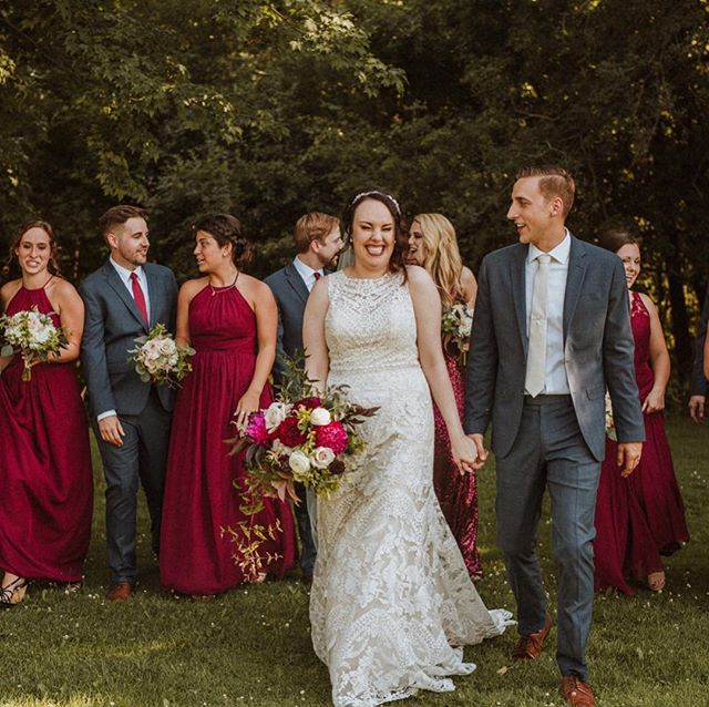 Gah that bouquet tho! 😍😍 check out this amazing wedding fresh on the blog!  https://www.destinationwisconsinwedding.com/home/2019/1/23/all-smiles-on-a-summer-day  @bananarepublic @jefferybjewelers @kesslersdiamonds @weddingtonway @riverviewgardens @ahavasalonandspa @badgleymischka @bhldn @houseofflowersca @caseyhurleyphoto