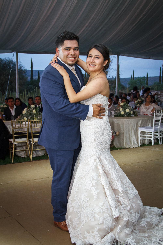Jessica & Raúl - ¨El lugar y las vistas fue la razón principal para escoger Las Sabinas para nuestra boda.Todo el staff del rancho son muy atentos y te ayudan en cualquier cosa que se ofrezca.Lo mas bonito fue tener a toda la familia hospedada.Rancho Las Sabinas fue el mejor lugar para realizar nuestra boda.¨
