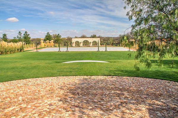 Vista del jardín principal desde la casa