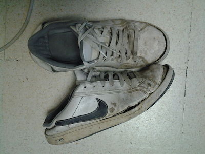 Nike_used_shoes_01.jpg